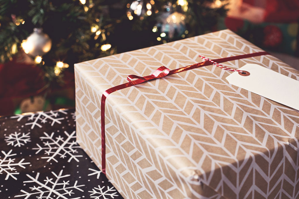 Holiday online shopping: 6 practical tips